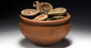 Le pot rempli de lampes à huile. Credit : département d'archéologie du canton d'Argovie.