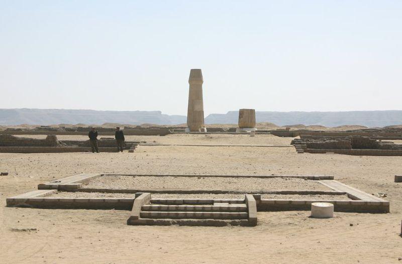 Tête de statue du pharaon Akhenaton retrouvée dans le grand temple d'Amarna