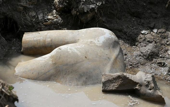 colosse Ramsès II Héliopolis Egypte