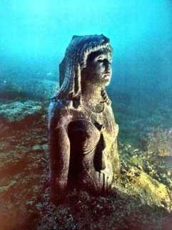 statue-reine-thonis-heraklion