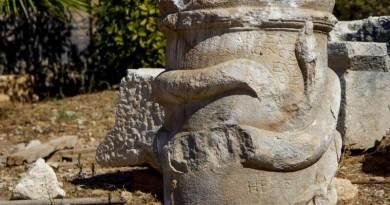 Rare autel sculpté romain découvert à Patara, en Turquie