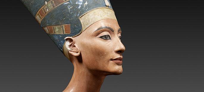 Nefertitės biustas saugomas Naujajame muziejuje. Šaltinis: http://www.smb.museum/en/museums-and-institutions/aegyptisches-museum-und-papyrussammlung/home.html