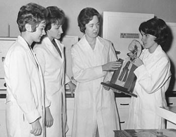 P4-6Biology class circa 1965 72dpi