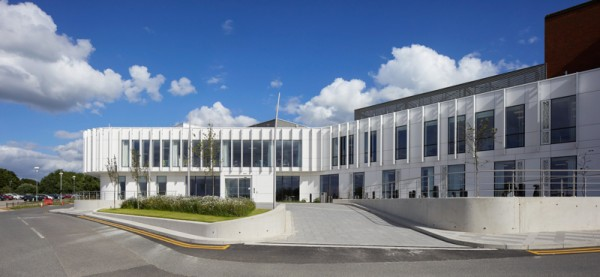 A ventilated façade made from high-performance, fully certified Corian® greets staff and patients at the new Manser designed NGS MacMillan Unit, a state-of-the-art £10 million development for The Chesterfield Royal Hospital. All photography: Copyright Allan Crow, Hufton & Crow