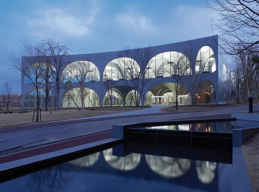 Tama-Art-University-Library-Toyo-Ito-2-photo-Ishiguro-Photographic-Institute