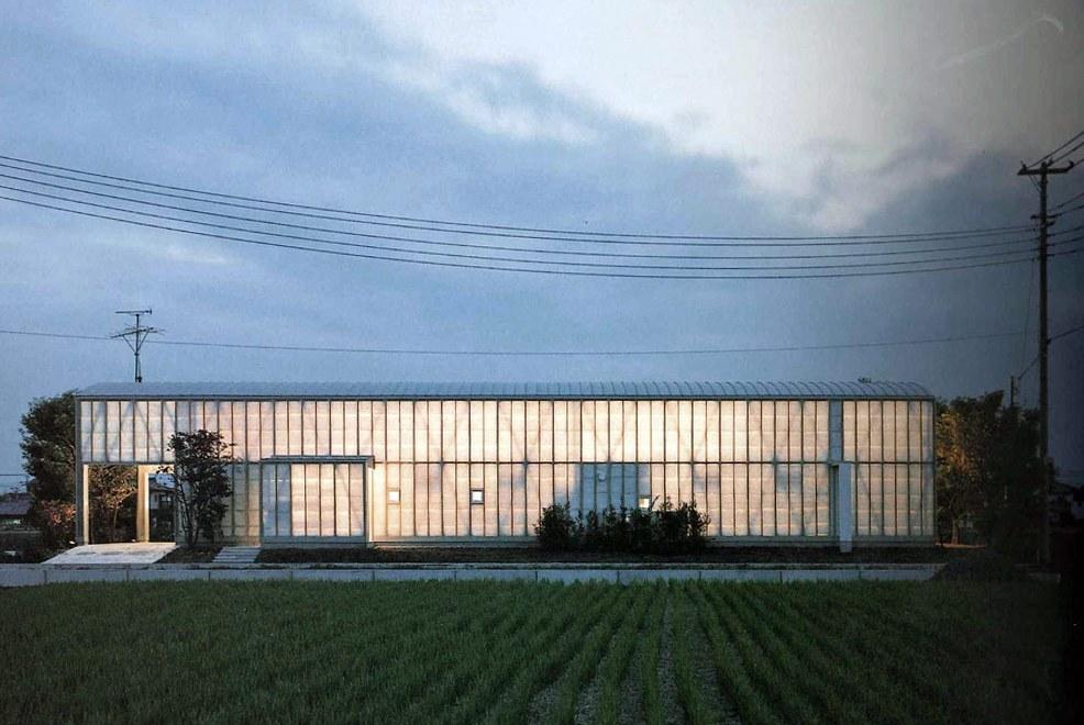 Night view Naked House / Shigeru Ban
