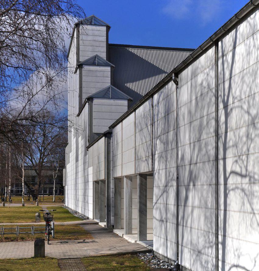 Exterior View of the facade - Bagsvaerd Church / Jørn Utzon