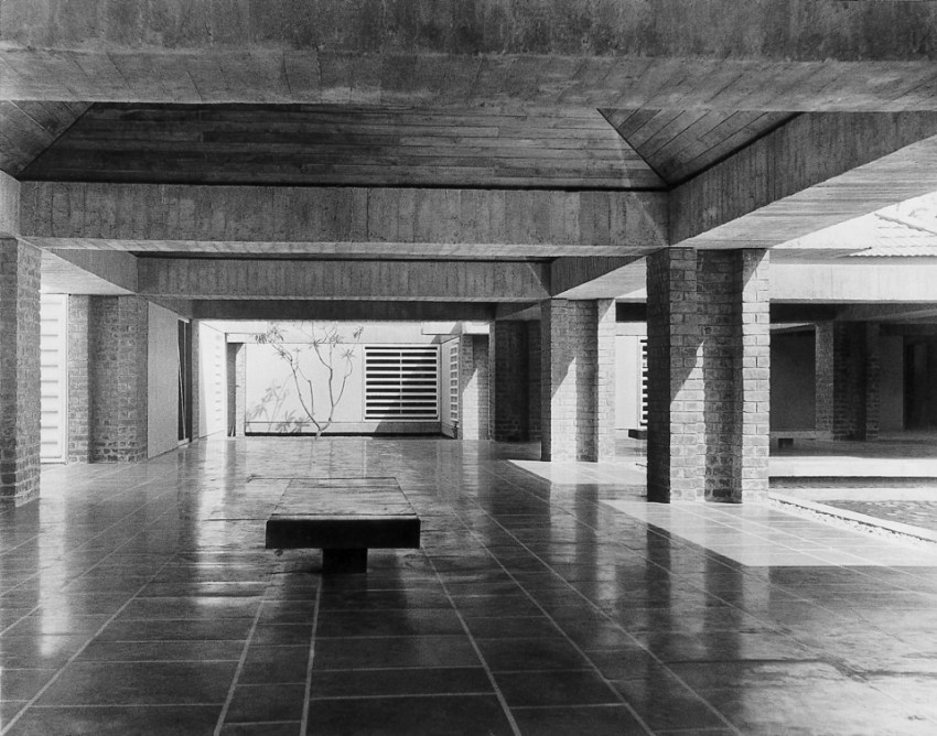 Interior Room of the Sabarmati Ashram Museum (Gandhi Residence) / Charles Correa