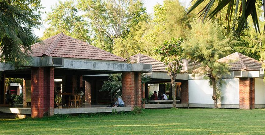 Sabarmati Ashram Museum (Gandhi Residence) / Charles Correa