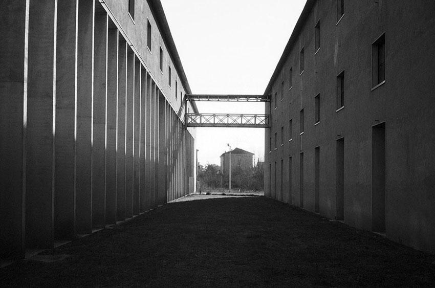 Bridge inside the San Cataldo Cemetery / Aldo Rossi