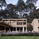 Facade House in Avandaro