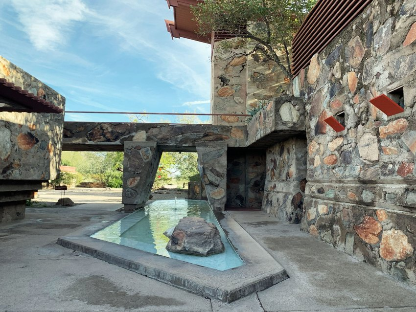Fountain at Taliesin West in Arizona / Frank Lloyd Wright