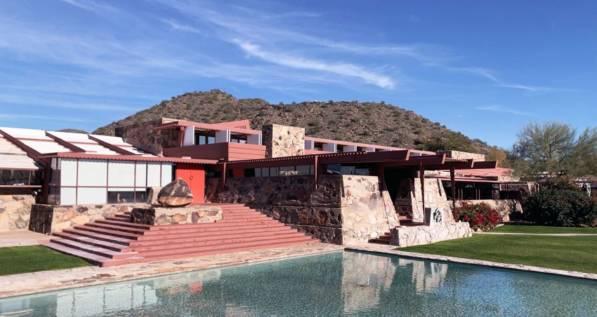 Facade Taliesin West in Arizona / Frank Lloyd Wright