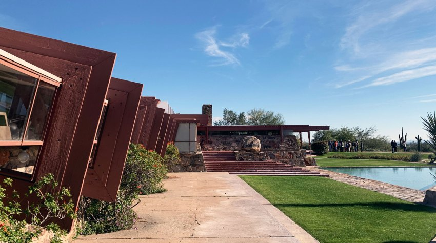 Gallery exterior of the school of Architecture at Taliesin West in Arizona / Frank Lloyd Wright