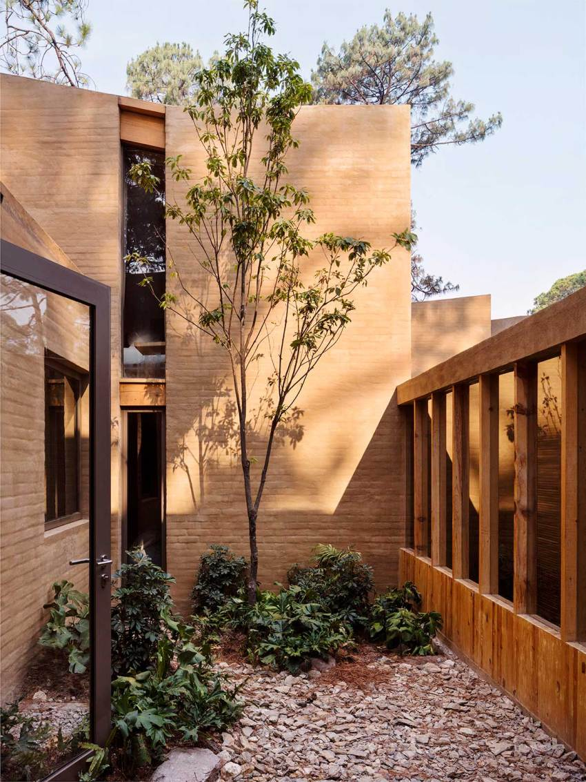 Entre Pinos Houses Courtyard