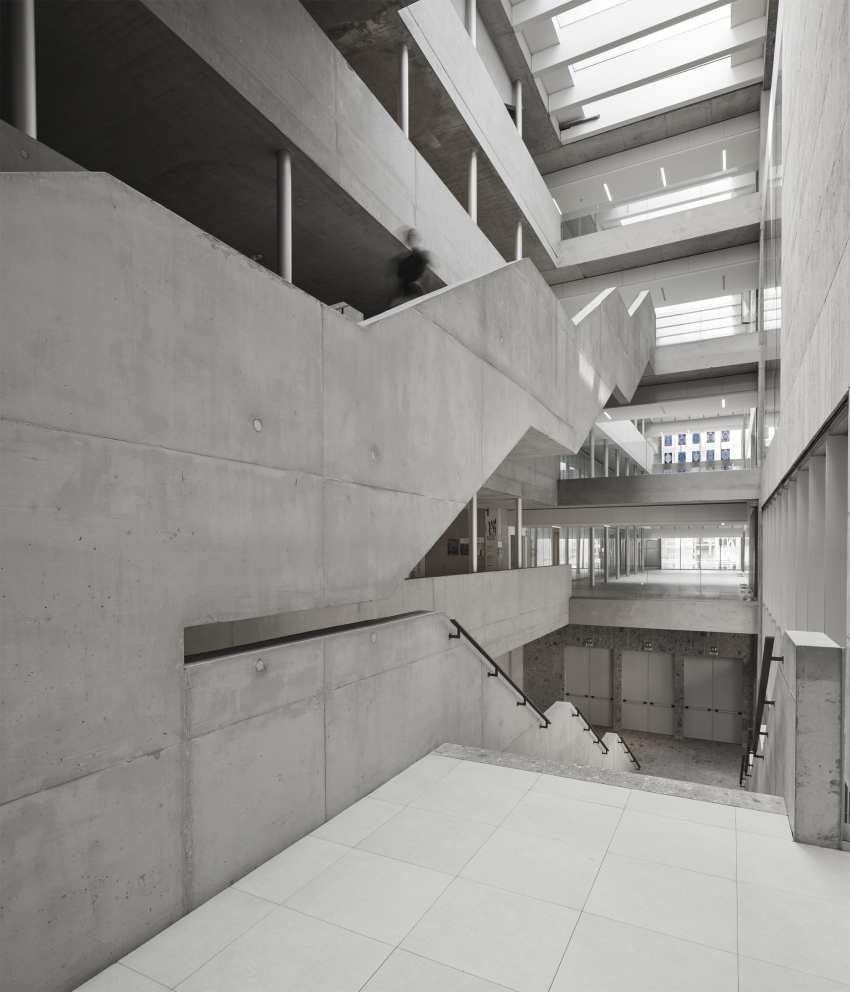 Vertical communications of the Universita Luigi Bocconi / Grafton Architects