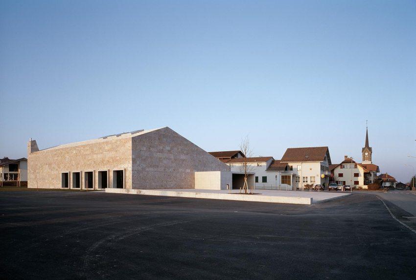 Exterior view -Community building 'La Tuffière' in Corpataux-Magnedens / 2b architectes