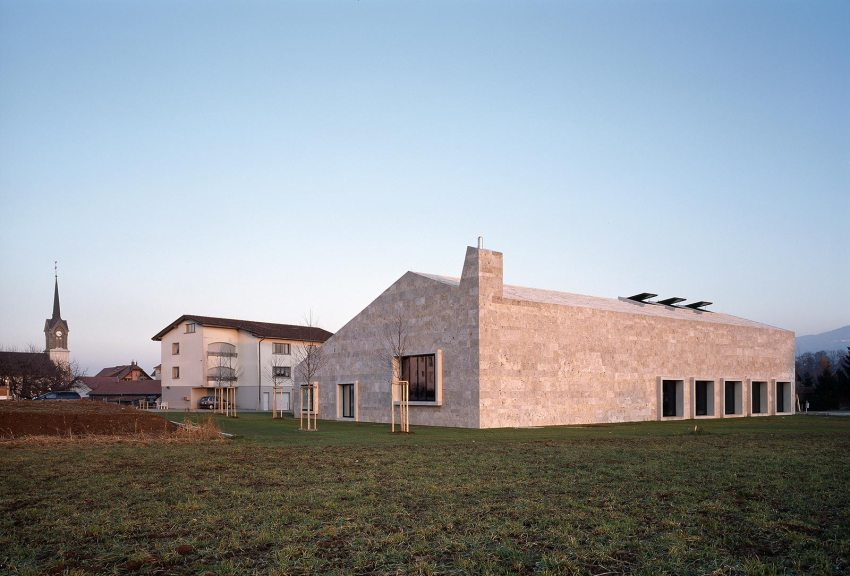 Openings - Community building 'La Tuffière' in Corpataux-Magnedens / 2b architectes