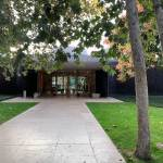 Main entrance - Norton Simon Museum in Pasadena / Ladd & Kelsey Architects