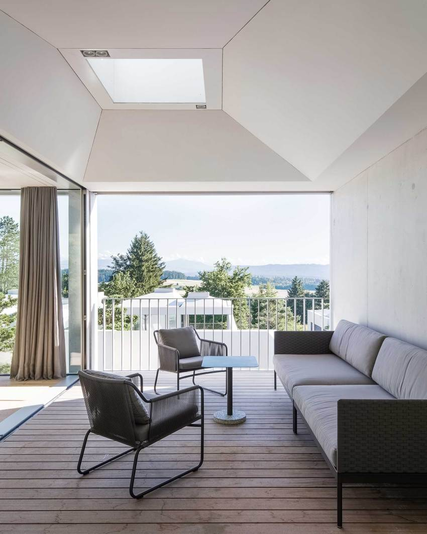 Ceiling skylight - Courtyard Houses in Zumikon / Think Architecture