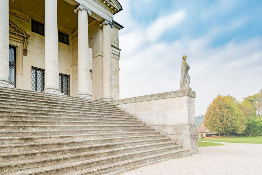 Stairs and entrance - Villa Capra La Rotonda / Andrea Palladio