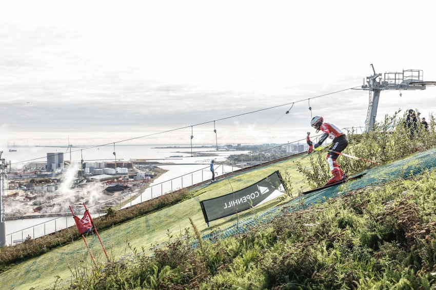 Person Skyiing in CopenHill Waste-to-Energy Plant & Sport Facility / BIG