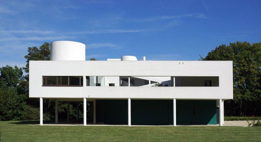 Rear Facade - Villa Savoye / Le Corbusier