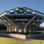 Corner View - The Geisel Library / William Pereira & Associates