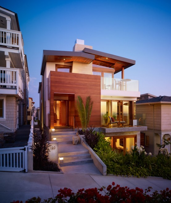 Modern Tropical House on a Small Lot with a Garden