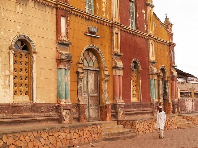 Lagrande-mosquee-de-porto-novo-au-Benin-patrimoine-darchitecture-afro-bresilienne-10