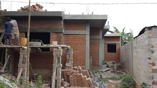 architecture-africaine-des-murailles-en-terre-aux-murs-en-ciment-par-pierre-boutin-sma -16