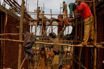 en-images-la-recherche-sur-les-materiaux-de-la-bibliotheque-de-muyinga-au-burundi-par-bc-architects-22