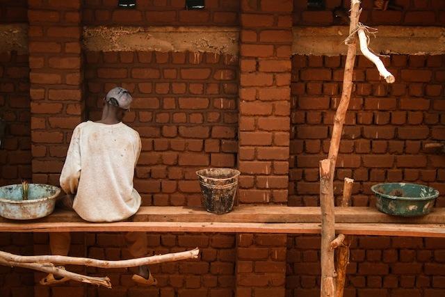 en-images-la-recherche-sur-les-materiaux-de-la-bibliotheque-de-muyinga-au-burundi-par-bc-architects-25
