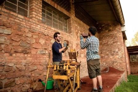 en-images-la-recherche-sur-les-materiaux-de-la-bibliotheque-de-muyinga-au-burundi-par-bc-architects-5