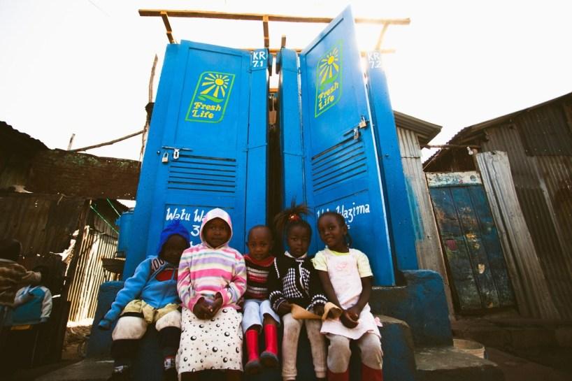 innovation-blue-diversion-des-toilettes-reunissant-le-meilleur-de-deux-mondes-5