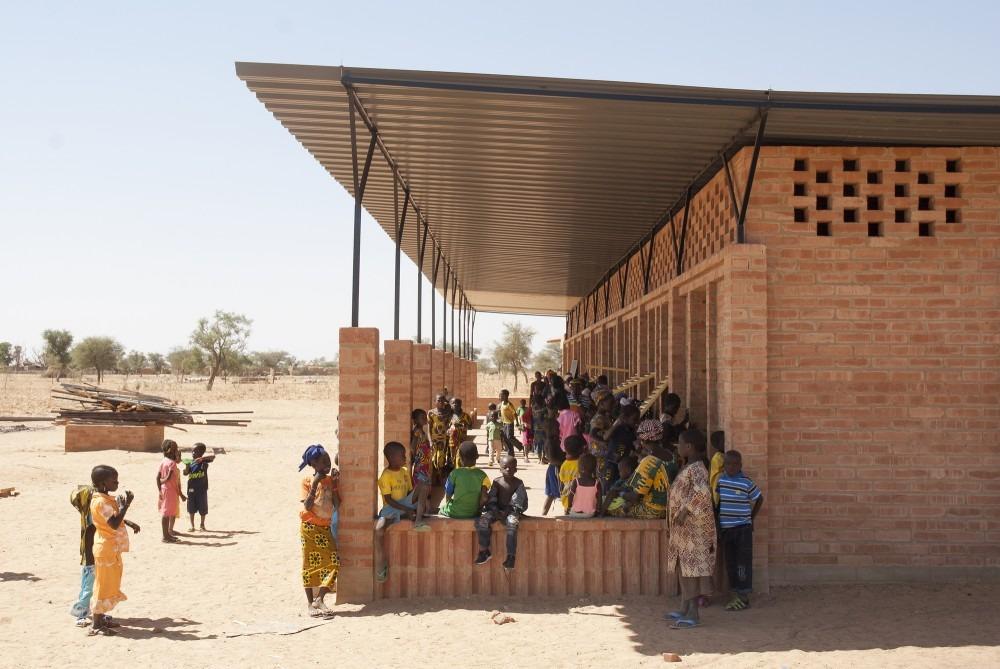 mali-gangouroubou-ecole-primaire-au-pays-dogon-par-levs-architecten-1
