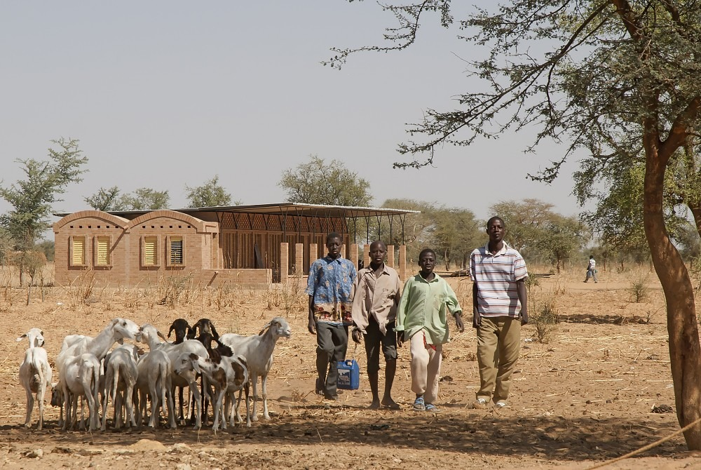 mali-gangouroubou-ecole-primaire-au-pays-dogon-par-levs-architecten-9