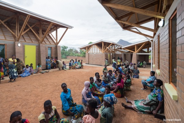 village-de-mise-en-observation-de-femmes-enceintes-mass-design-group-malawi-1
