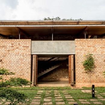 du-japon-a-louganda-des-briques-de-terre-pour-la-residence-universitaire-ashinaga-uganda-par-terrain-architects22