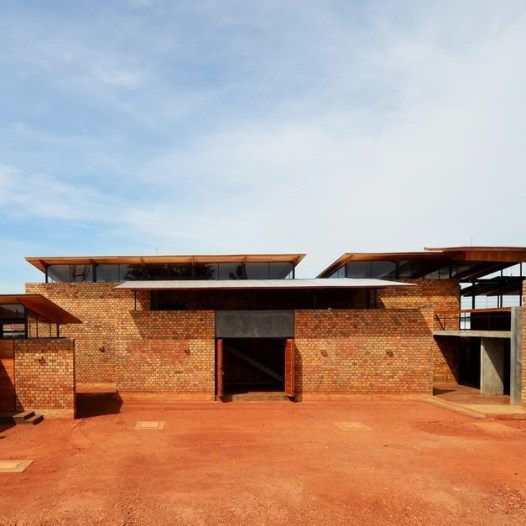 du-japon-a-louganda-des-briques-de-terre-pour-la-residence-universitaire-ashinaga-uganda-par-terrain-architects31
