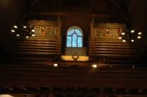 Orgel belyses och målningar framträder