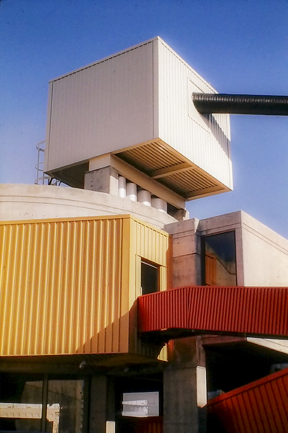 Mummers Theater, Oklahoma City, 1970. Architect: John Johansen. Photo: R&R Meghiddo.