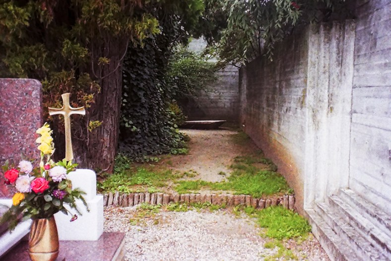 Treviso - Brion Cemetery, Carlo Scarpa's Tomb - © R&R Meghiddo, 1996. All Rights Reserved.
