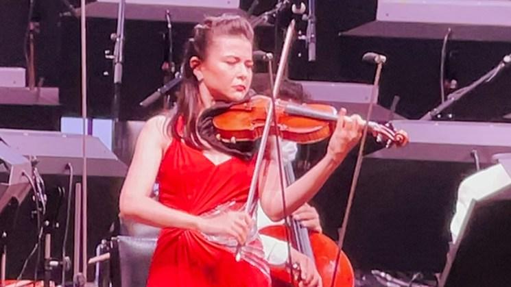 Violonist Karen Gomio