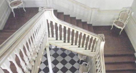 居家樓梯10大風水禁忌布局重點:方位,裝潢,寬度,形狀,階梯,扶手(2021)