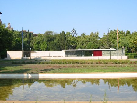 barcelona_pavilion_front_at_distance_0_lge