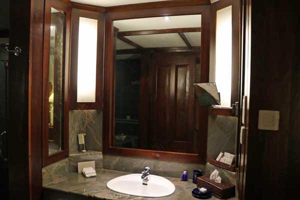 ジェットウィング ライトハウス デラックス ルーム バスルーム jetwing lighthouse deluxe room bathroom