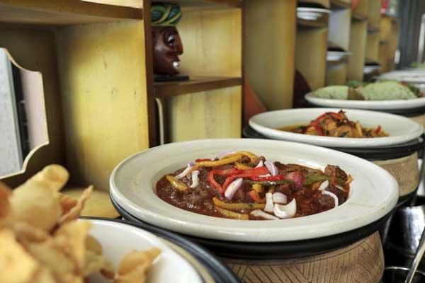 ヘリタンスカンダラマ|カンチャナ レストラン「ビュッフェ・朝食」(シギリヤウィング6階)