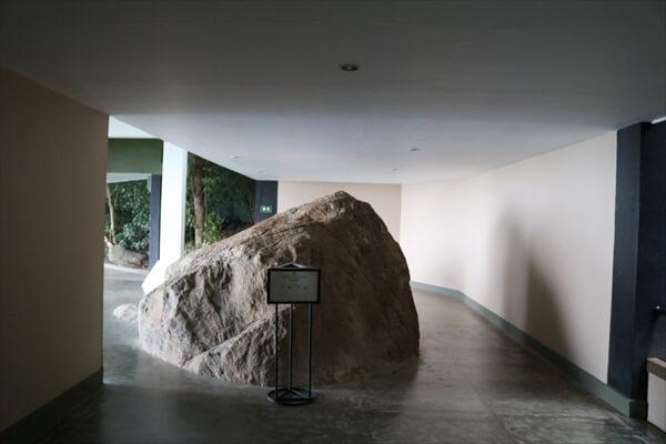 Heritance Kandalama (Sri Lanka) Passage to rooms ( Big stone)