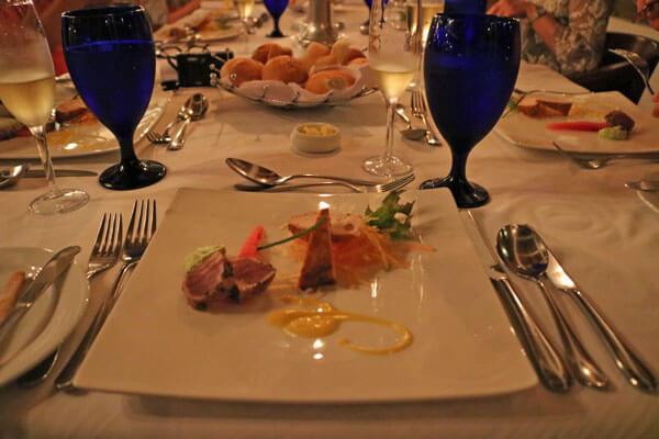ジェットウィング ライトハウス シナモン ルーム レストラン 食事